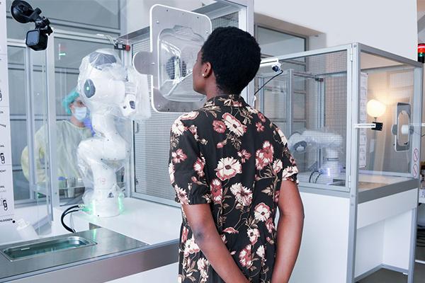 Photo of Pruebas COVID automatizadas gracias a los esfuerzos incansables de un robot (Caso de éxito)